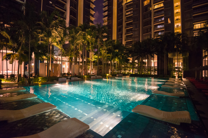 ホテルプールで過ごす!