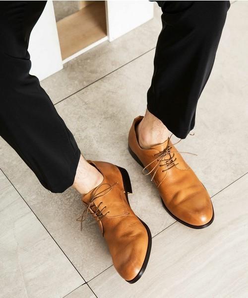 仕事終わりのシーンに使える「黒パンツ×靴」の組み合わせ