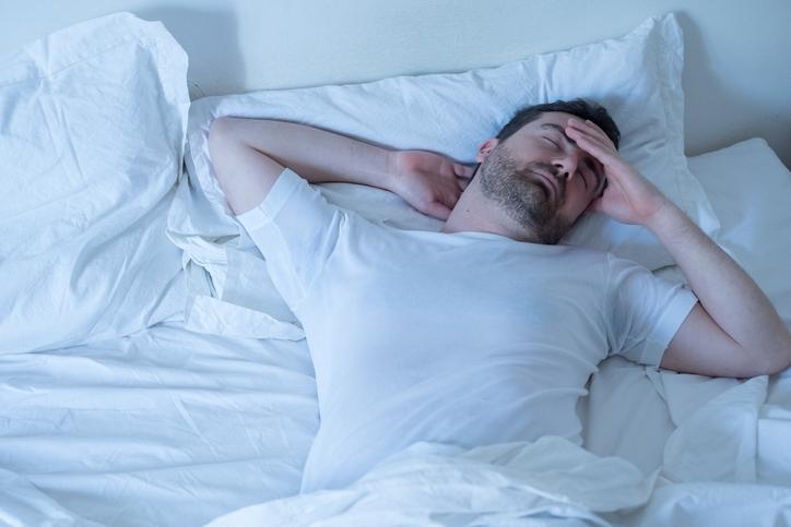 寝つきが悪く睡眠不足を感じる
