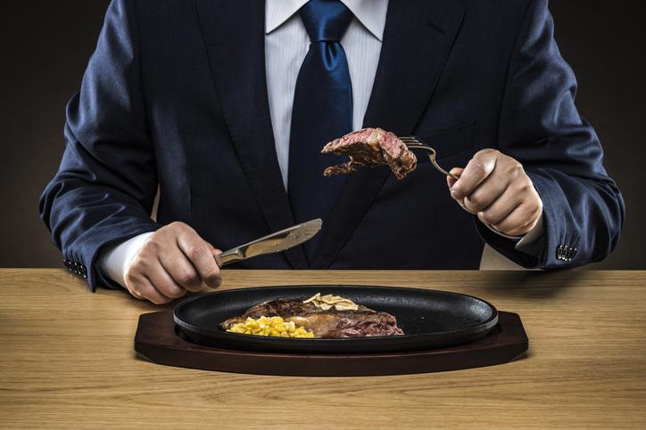 炭水化物や脂っこいものの食べすぎ