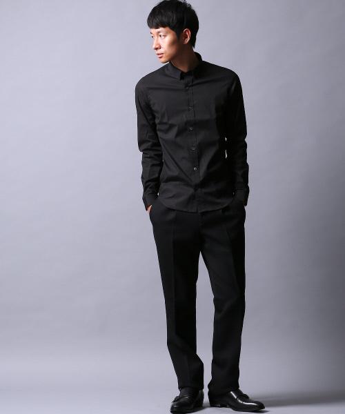 黒のドレスシャツでワントーンコーデを作る
