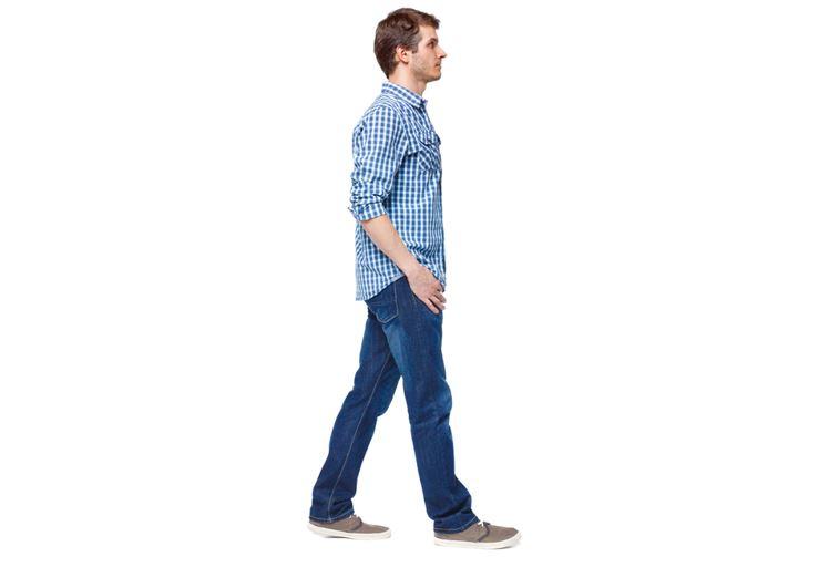 姿勢が良く、立ち姿がキレイで颯爽と歩く