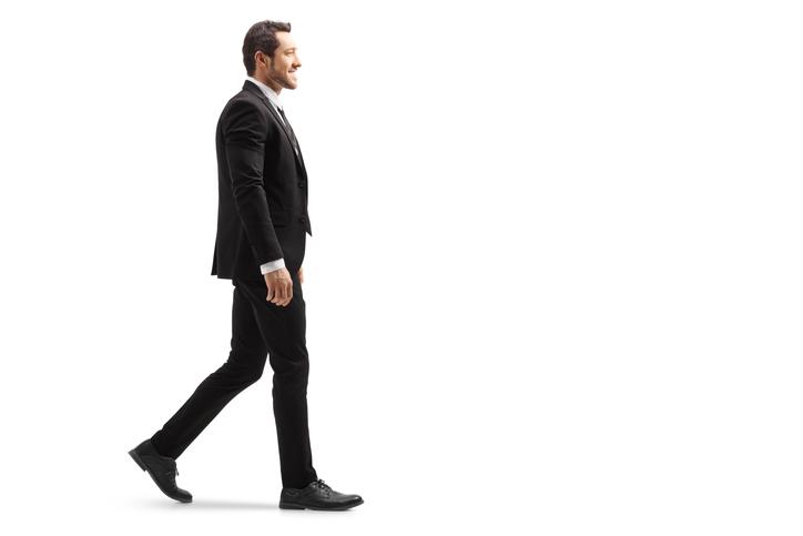 歩くとき&座るときに正しい姿勢を保つ