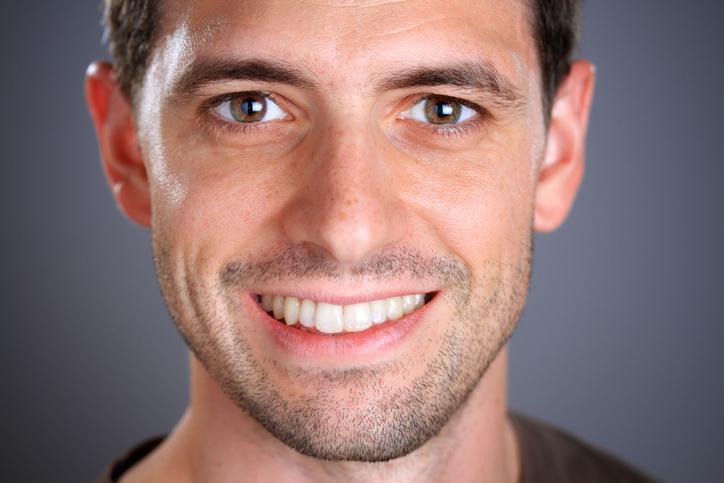 若く見える男の特徴⑦ 白目の部分が澄んでキラキラしている