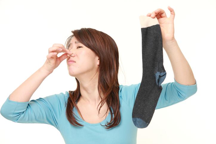 なぜ「汗」が原因で足がクサくなるのか?その理由を解説。