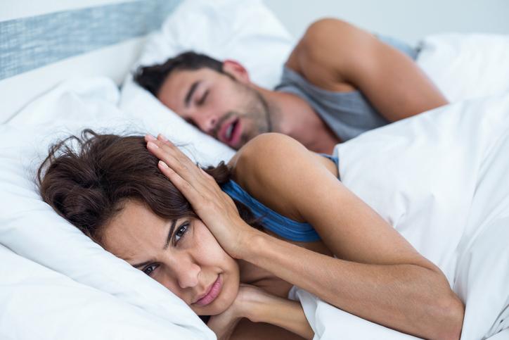 同棲がうまくいかない原因⑤|寝相が悪い・イビキがひどい