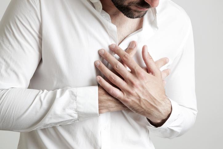 肩こりの痛みをやわらげる「胸もみマッサージ」のやり方
