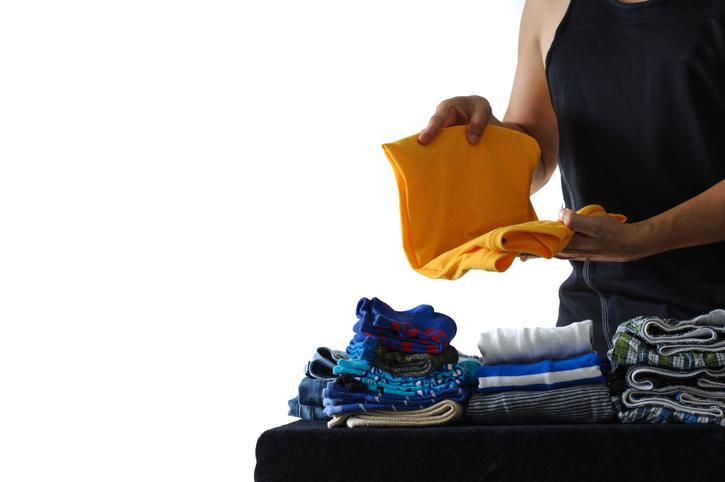 手荒れの原因④|段ボールや衣類に触れる